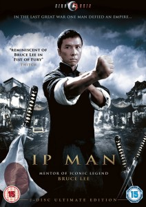 Jual Film Silat Mandarin Ip Man Master Wing Chun Pada tahun 1930-an, Ip Man master Wing Chun atau Foshan adalah usat beladiri China Selatan, dimana terdaat berbagai macam perguruan beladiri yang melakukan perekrutan dan saling bersaing satu sama lain. Meskipun master Wing Chun, Ip Man, adalah ahli bela diri paling kuat di Foshan, ia tidak pernah mengakuinya dan tetap menjaga dirinya untuk selalu bersikap rendah hati. Sebagai seorang yang merdeka dan sukses, ia merasa tidak butuh untuk mempelajari seluruh aliran silat dan malah rutin melakukan latihan setiap harinya. Selain itu, kegiatan seari-harinya adalah bertemu dengan teman-temannya serta menghabiskan waktu bersama keluarga.Bagaimanapun, istrinya terkadang marah jika Ip Man terlalu banyak menghabiskan waktu untuk berlatih bela diri dan menngobrolkan segala sesuatu tentang seni bela diri bersama teman-temannya.Dan meskipun bukan seorang ahli bela diri profesional, Ip Man dihormati di Foshan karena keramahannya pada semua orang ketika kompetisi tertutup bersama guru besar masing-masing aliran silat. Reputasi dari Ip Man pun menyebar dengan cepat layaknya api yang membakar ranting kering di hutan pada musim panas. Segera saja namanya menyebar di seantero China, baik China Utara maupun China Selatan. Dan reputasi itu semakin meningkat setelah Ip Man berhasil mengalahkan ahli bela diri yang berasal dari China Utara, Jin Shanzhao, sehingga meninggikan kebanggaan masyarakat terhadap gaya bela diri China Selatan. Sosok kepala keluarga yang penuh pengertian terhadap istri dan anak serta ahli bela diri yang disegani yang merupakan cerminan dari pribadi Ip Man dapat kita saksikan melalui salah satu film silat mandarin yang paling dikenal berjudul Ip Man. Film yang juga pantas diakui sebagai film kungfu terbaik ini merupakan film biografi dari tokoh silat terkemuka dari China Ip Man. Selain dikenal sebagai ahli silat dari gaya bela diri Wing Chun, namanya semakin berkibar setelah salah satu muridnya berhasil masuk ke Hoolyw